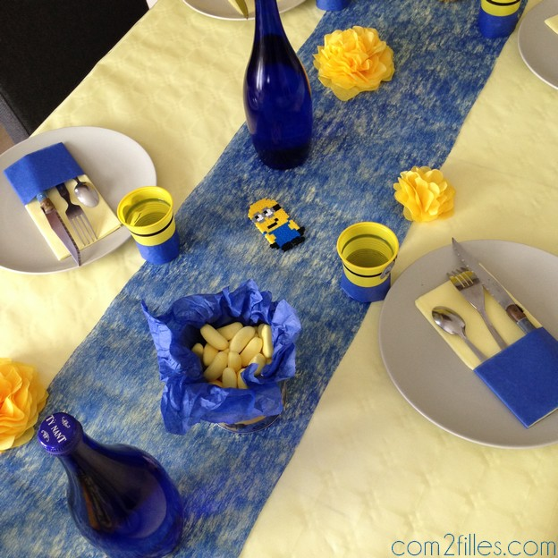 anniversaire minion des diy pour une jolie d co de table. Black Bedroom Furniture Sets. Home Design Ideas