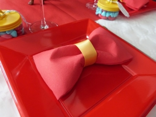 D coration de table id es d co anniversaire cirque - Pliage serviette pour noel facile ...