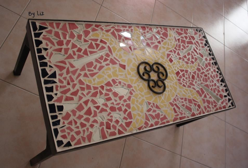 table_mosaique_jaune_rose1