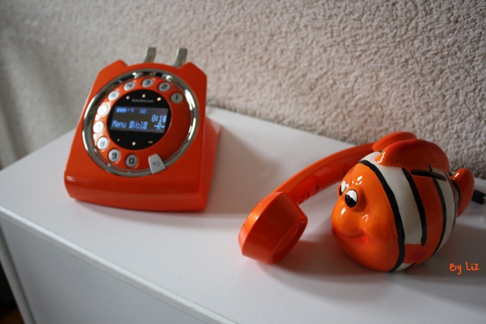 telephone-orange-sixty4
